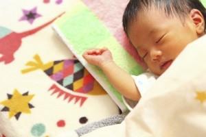 赤ちゃんの寝るときの服