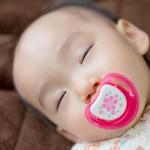 寒い冬の赤ちゃんの服装!寝るときはどうする?