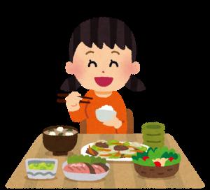 御飯を食べる女の子