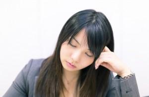 仕事と出産に悩む女性