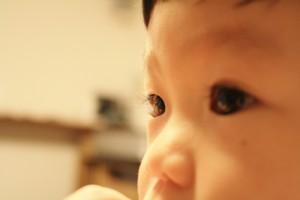 赤ちゃんの目のゴミの取り方